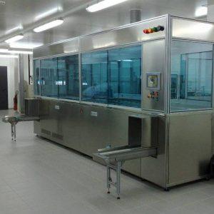 Ultraschallreinigungsanlage für die Medizintechnik zur Reinigung und Passivierung von Implantaten und Komponenten