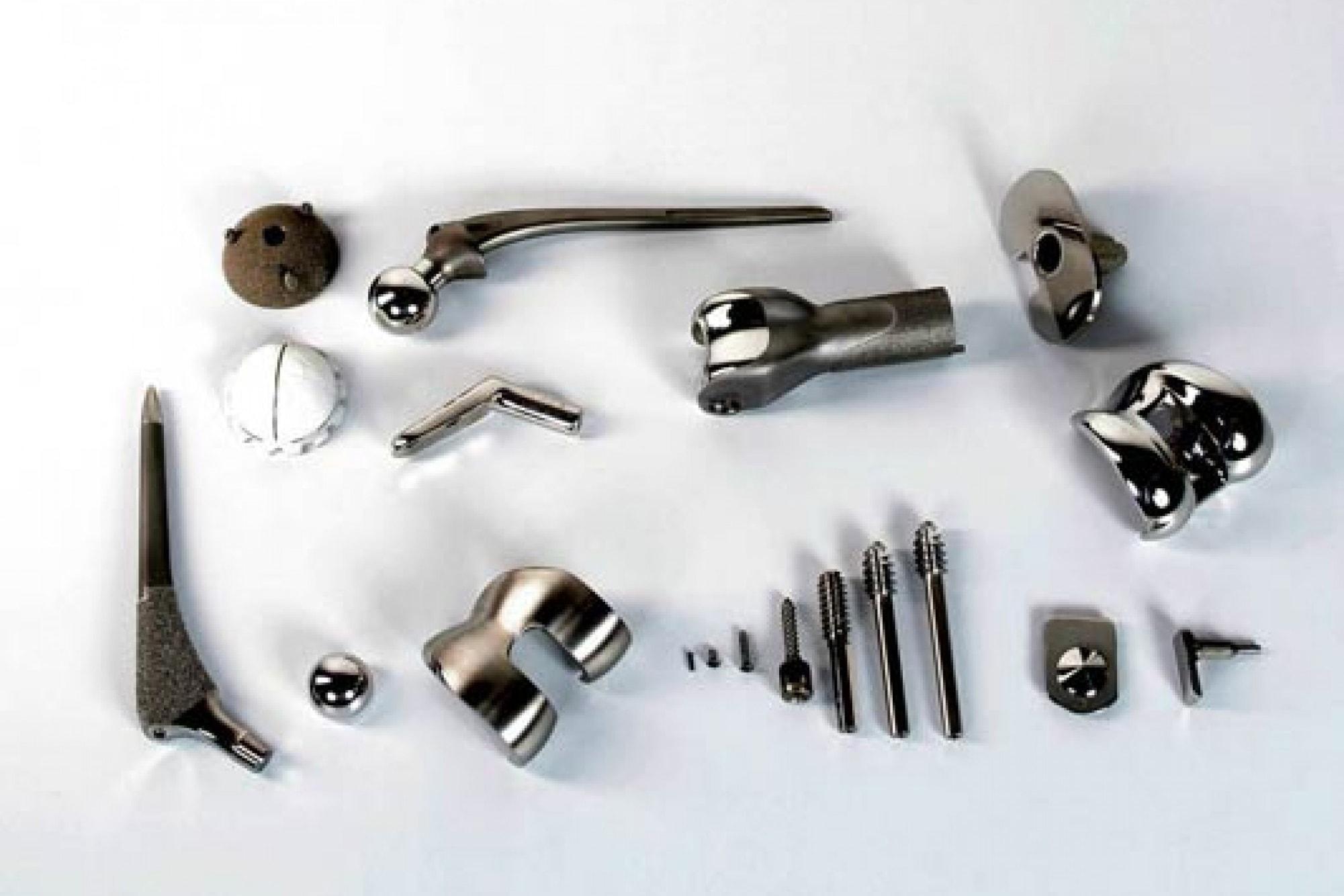 Ultraschallreinigungsanlage Medizintechnik Reinigung und Passivierung von Implantaten und Komponenten