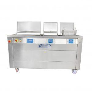 Ultraschallreinigungsanlage mit Bedienfeld