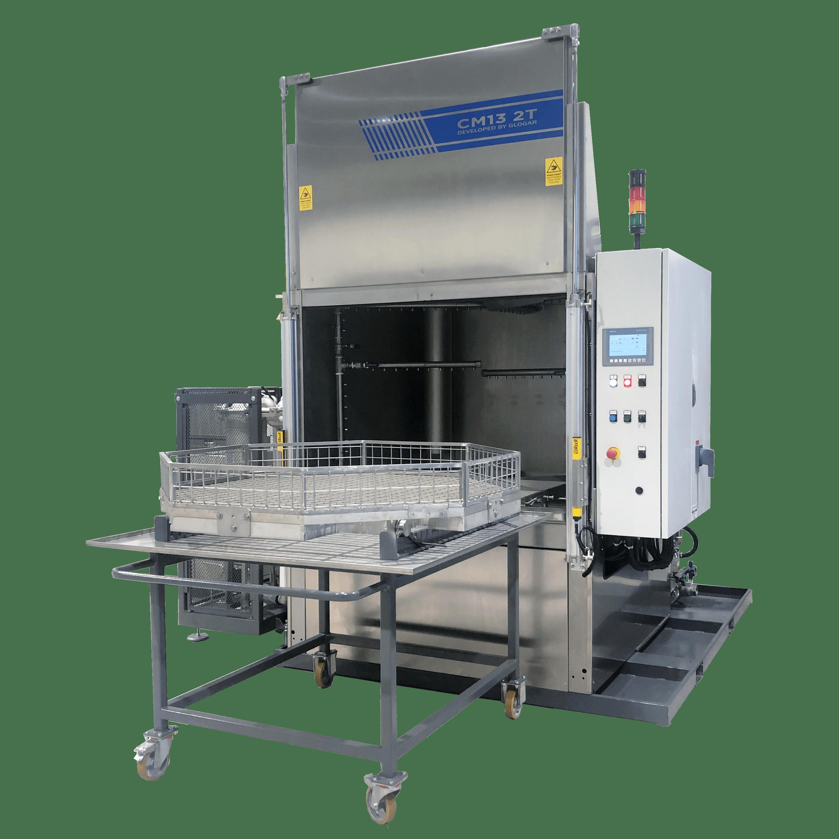Metallreinigungsanlage CM 13 ist eine automatische Reinigungs- und Entfettungsanlage mit pneum. Hubtor und einem manuell herausfahrbaren Beschickungskorb